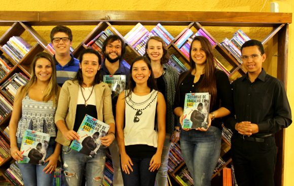 Figura 2 - Autores e organizador da revista durante lançamento - Foto Giuliana Bruni